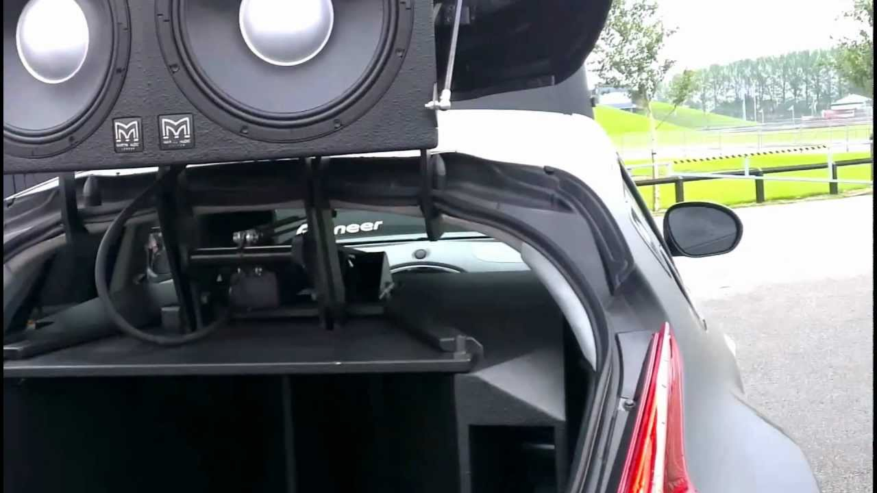Nissan Juke Amazing Speakers tearing up the Paper [HD]