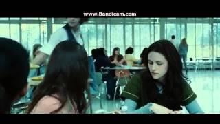 Crepusculo - Bella observa a los Cullen - Español latino