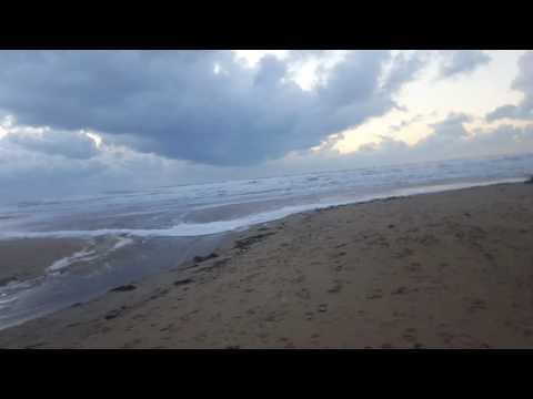 Шторм. Черное море. Жесть. Тайфун. Песчаный пляж.
