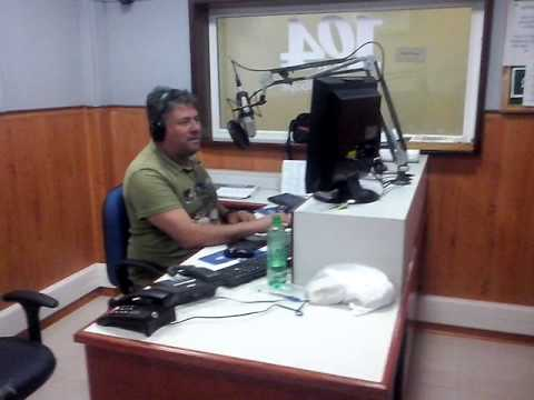 Visitando a rádio 104 fm