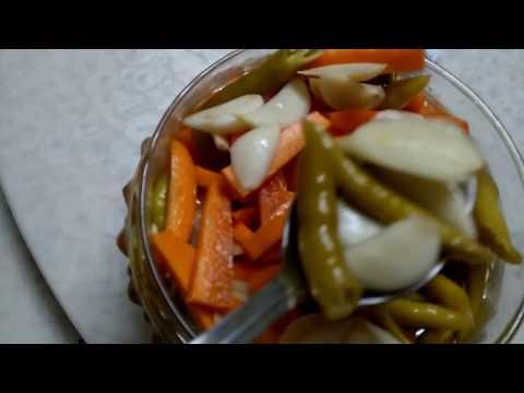 vegetables in apple cider vinegar ( carrots, green chillies, garlic )