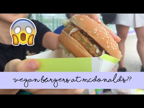 TRYING MCDONALD'S VEGGIE CRUNCH BURGER (in Singapore!)