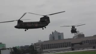 陸上自衛隊の大型ヘリコプター CH-47 チヌーク 搭乗位置から少し離れた...