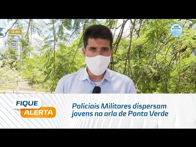 Policiais Militares dispersam jovens na orla de Ponta Verde por causa da aglomeração