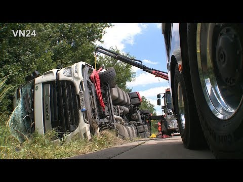 01.07.2019 - VN24 - Truck tilts on side - brand new Tow Truck first Day in use