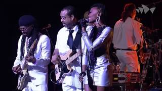 CHIC featuring Nile Rodgers - Lost in Music - Sister Sledge - (Live At The House Sídney 2013) HD