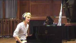 "Muse - Rare - Matthew Bellamy Playing ""La Campanella"" On A Grand Piano"