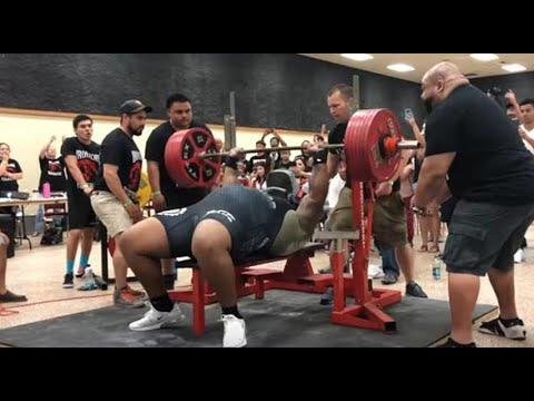 Bench press 700 lbs
