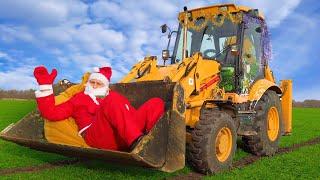 Весёлый Лёва на тракторе спасает Санта Клауса в песке