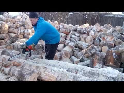 Таджики пилят дрова