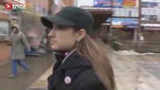Křehká dívka nemá ráda Romy Je v Dělnické straně od 16 let