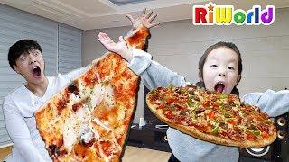 Pizza is mine . RIWORLD family fun 피자 배달 왔어요! 리원이와 아빠의 피자 숨바꼭질