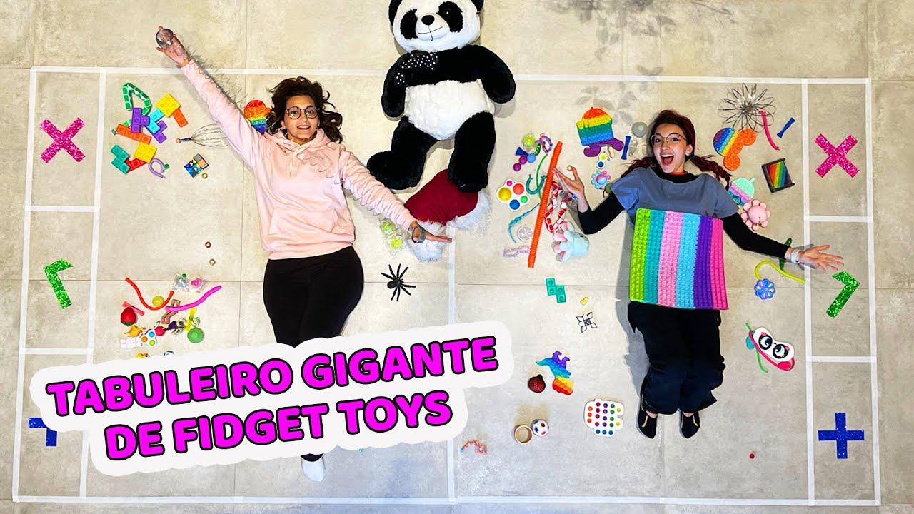 TROCANDO FIDGET TOYS NO TABULEIRO GIGANTE | Luluca