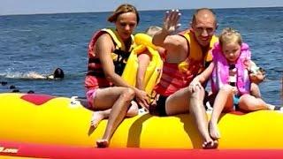 Пляжи города Бердянск Лиза катается на Банане и учится плавать  the rest of the sea