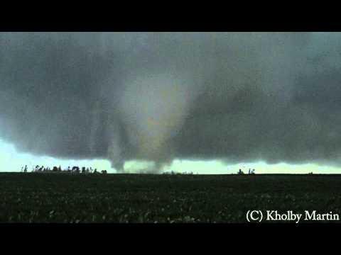 Nos vamos a visitar a nuestros amigos caza tornados americanos, Nos llegan impresionantes imágenes recien publicadas. Clica sobre la imagen. Poner el sonido alto...