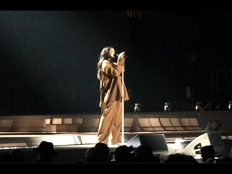 Rihanna - Love on The Brain live ! - Anti Tour