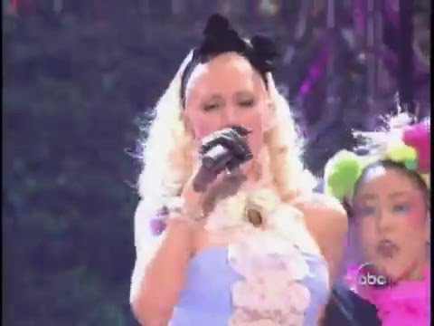 Gwen Stefani - What You Waiting For live 2004 American Music Awards HD