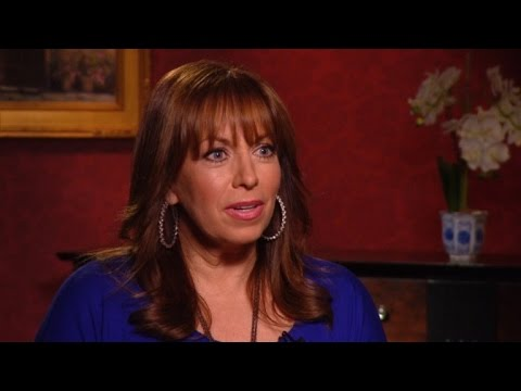Paula Jones Gives Thumbs Up: 'I Like Donald Trump!'