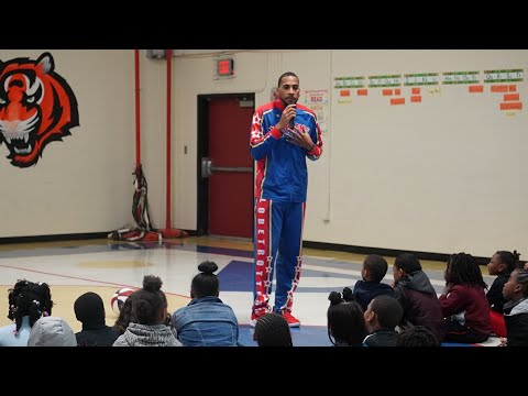 Harlem Globetrotters Stop By Ohio Avenue Elementary School To Talk To Students About Bullying