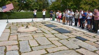 JFK GRAVE AND ETERNAL FLAME: ARLINGTON NATIONAL CEMETERY (4K)