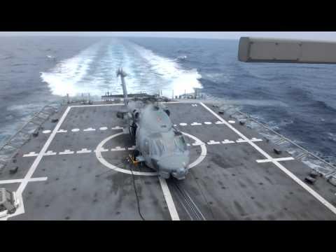 Sikorsky SH-60 se prepara para despegar de la F105 Cristóbal Colón