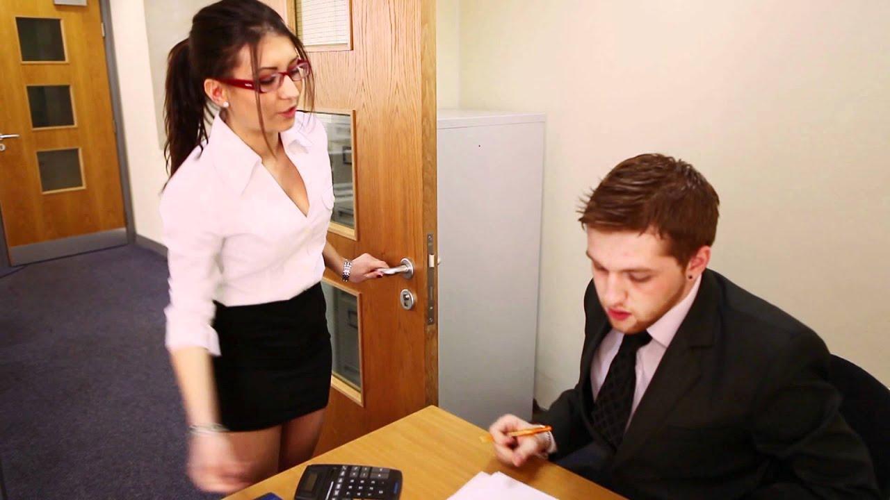Молодой начальник выебал секретаршу в туалете, женщина одна дома муж на улице порнуха