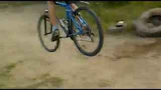 Как не надо прыгать на велосипеде(Epic Fail)(Как не надо прыгать на велосипеде(Epic Fail), 2012-06-29T17:08:36.000Z)