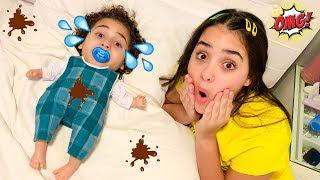 RYAN VOLTA A SER BEBÊ - RYAN pretend to play baby