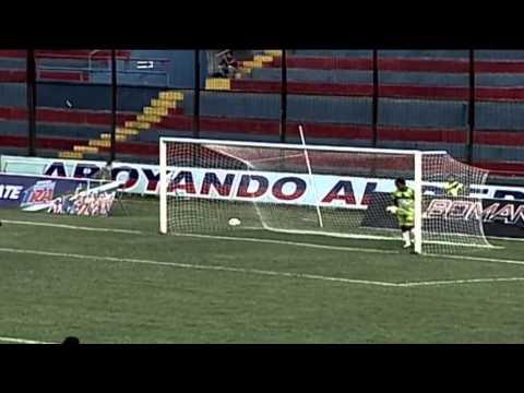 Terrible goalkeeper clearence - Deportivo Quevedo vs Deportivo Quito