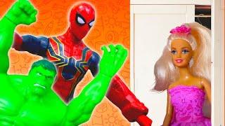 Видео про куклы. Тайная жизнь игрушек. Кукла Барби и супергерои на вешалке! Игры для девочек