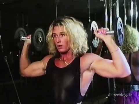 Bodybuilderin Hangetitten Sexmaschine Gloryhole