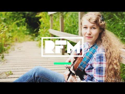Lizabett Russo | The Traveller's Song | Intune Session | RFM
