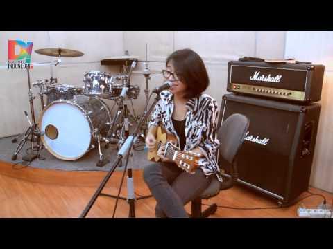 DescribeIndonesia.com - Live D! Studio: Tika Prasastya - Kantoi (Zee Avi)