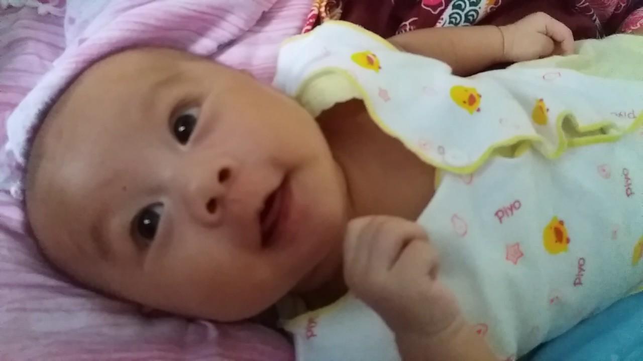 perkemangan motorik bayi usia 2 bulan