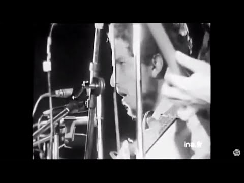 Bob Dylan - Quinn The Eskimo (The Mighty Quinn) [RARE LIVE FOOTAGE - Isle Of Wight 1969]