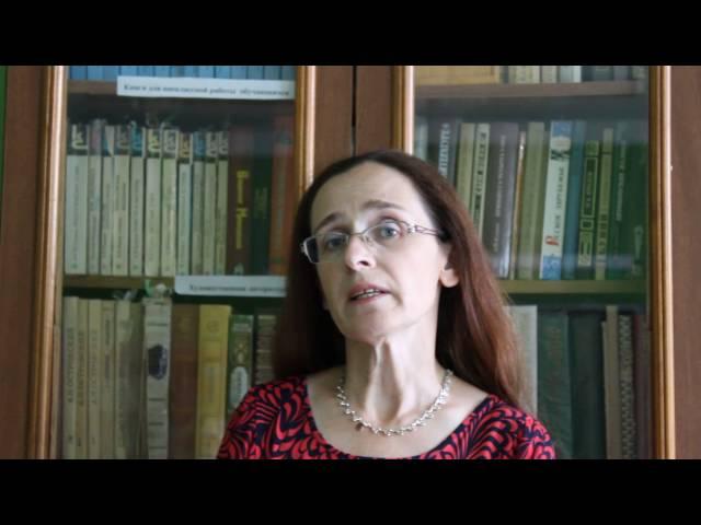 Изображение предпросмотра прочтения – ГалинаКатулина читает произведение «Отговорила роща золотая» С.А.Есенина