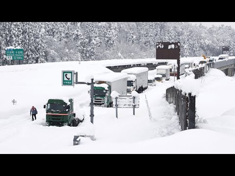 Snowstorm leaves thousands of vehicles stranded in Japan