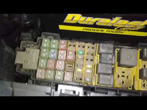 jeep-liberty-fuses-locations,-bad-fuses,-locate-interior-light-fuse,-parasitic-draw-test.