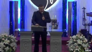 Regalo de Samuel Hdez  al padre con mas nietros