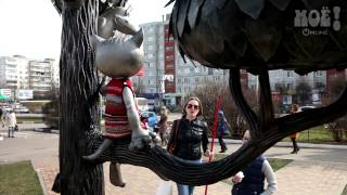 Жительница Воронежа связала жилет для памятника