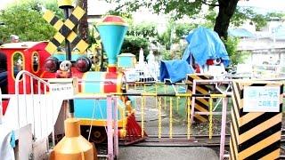 遊亀公園附属動物園 こども遊園地の機関車と鳴らない踏切
