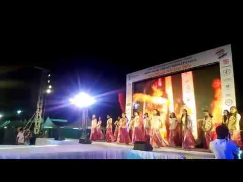 Ghagra and Nagada Sang Dhol Dance by RizzaGirls!