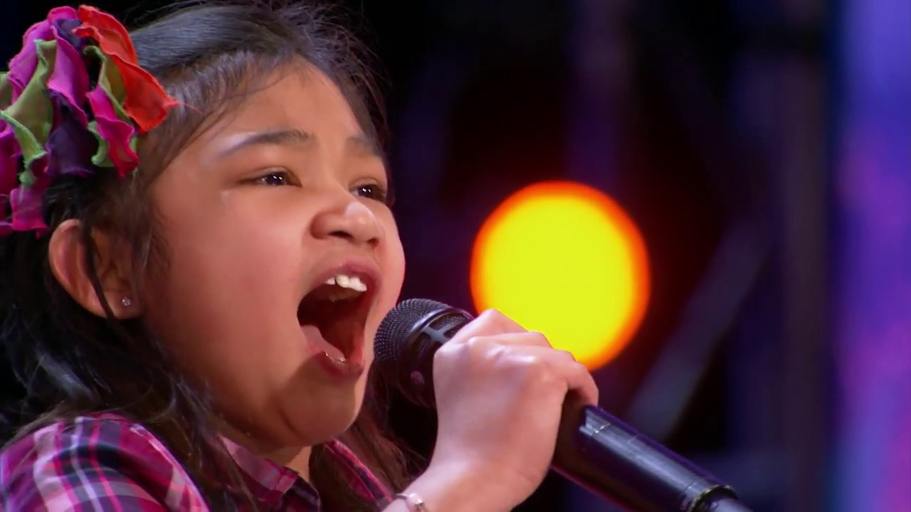 Americas got talent 2017 old ladies - America S Got Talent 2017 Audition Angelica Hale 9 Year Old Stuns Crowd With Powerful Voice