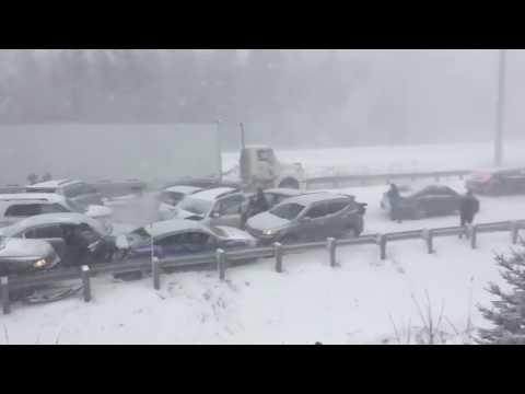 CRAZY CAR PILEUP ON HIGHWAY CLOSE TO MONTREAL