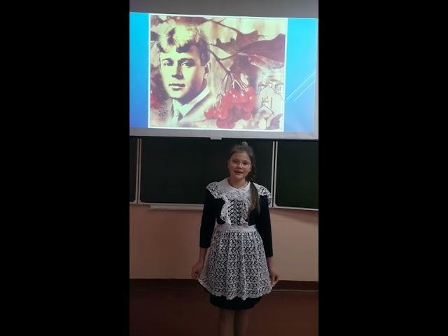 Изображение предпросмотра прочтения – АлинаФедорович читает произведение «За тёмной прядью перелесец...» С.А.Есенина