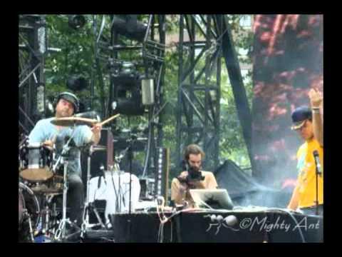 Lolla 2010 - Beats Antique - Oriental Uno Live