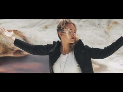 Vicky Corbacho - No me pidas (bachata) | Videoclip Oficial