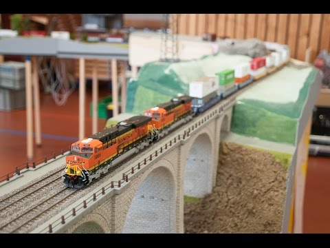 H0 BNSF Intermodal Train