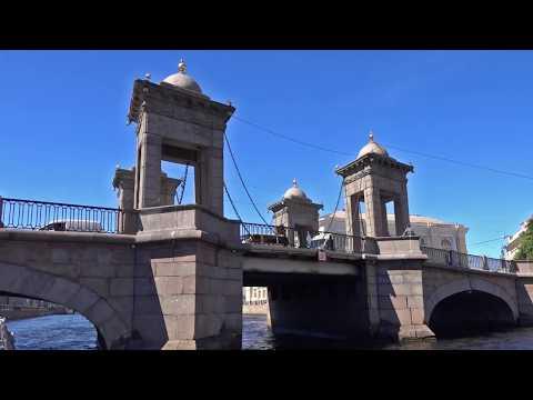 Russia : Saint-Petersburg By Boat