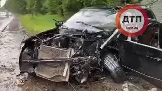 Фото Серьёзное #ДТП с пострадавшими в Киеве на Столичном шоссе: водитель #BMW X5 влетел в дерево. Подроб